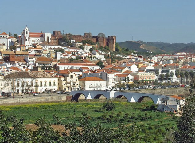 Blick aud Silves mit Castelo und Kathedrale Santa Misericórdia