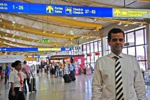 Dr. Alberto Mota Borges im Flughafenterminal | Copyright: sulinformacao.pt