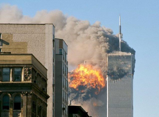 Das World Trade Center nach Einschlag von UA 175   Foto Creative Commons