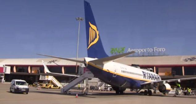 Ryanair B737-800 in Faro