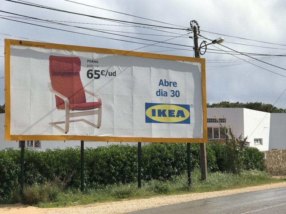 Werbetafel mit IKEA-Logo