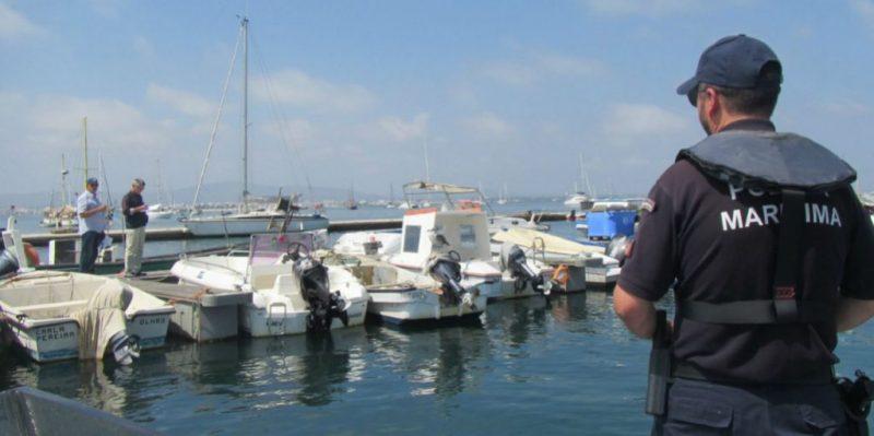 Algarve-News mit Foto einer Segelbootkontrolle auf Algarve-Insel Culatra