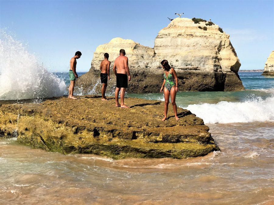 Bade-Urlaub an den Algarve-Felsen birgt Verletzungsgefahr
