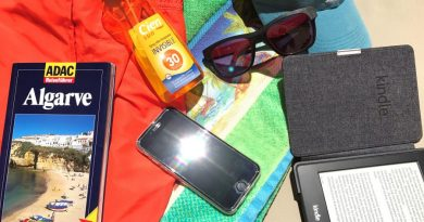Das Smartphone im Urlaub vor zu viel Sonne schützen