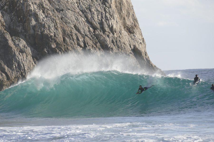 Joana Schenker surft als Bodyboard-Weltmeisterin vor der heimischen Algarve-Küste