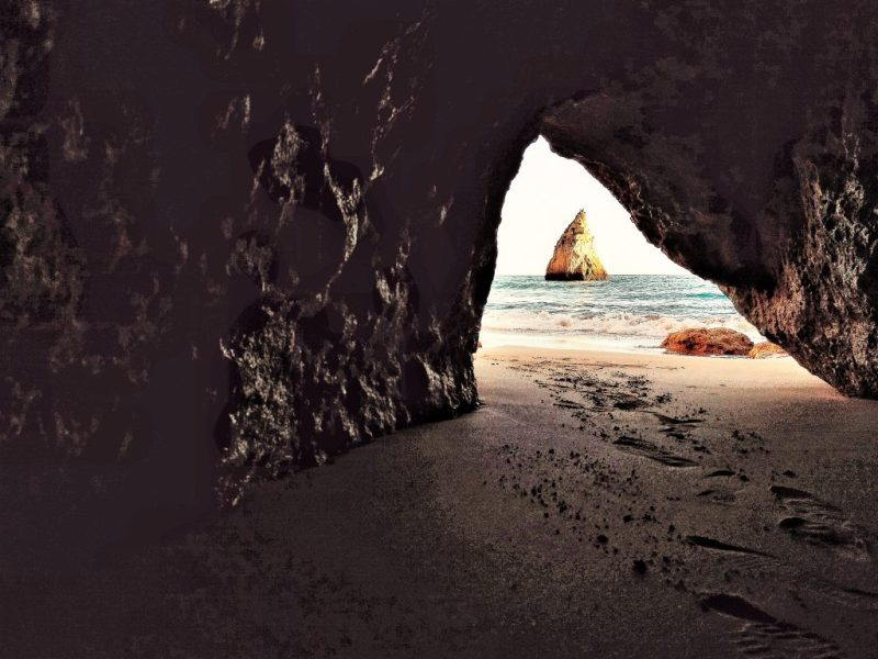 Algarve-Urlaub führt oft an die Felsen der Südküste Portugals