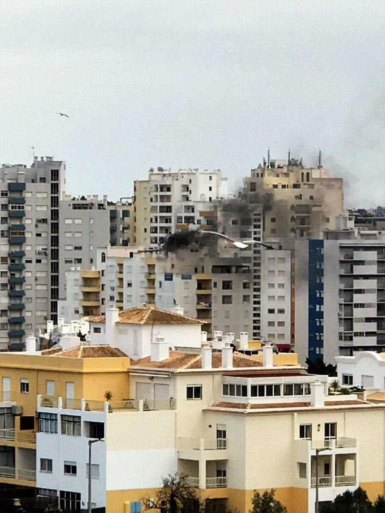 Algarve-News über Feuer in Praia da Rocha an der Algarve