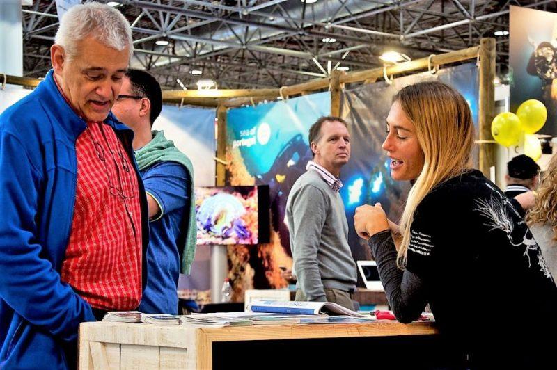 Bodyboard Weltmeisterin Joana Schenker als Tourismusfördererin auf der Boot Düsseldorf