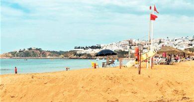 Gesundheit in Gefahr am Albufeira-Strand Inatel Anfang Juli 2018