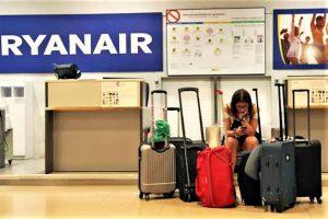 Ryanair-Streik mit Fluggästen die per E-Mail über Stornierungen informiert werden