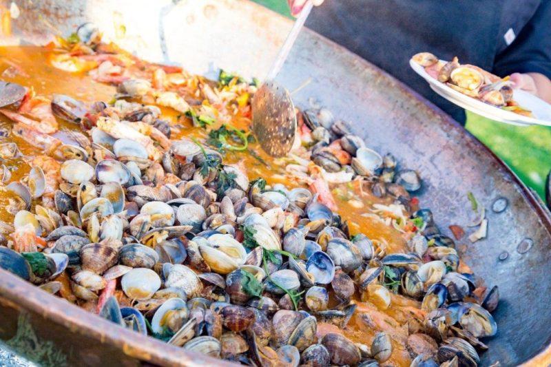 Cataplana eignet sich als Kupfertopf ideals fürs Garen und Düsten von Fisch und Muscheln