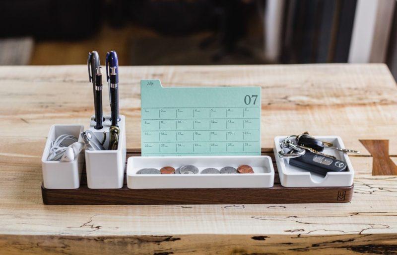 Kalender mit Algarve-Feiertagen auf dem Schreitisch