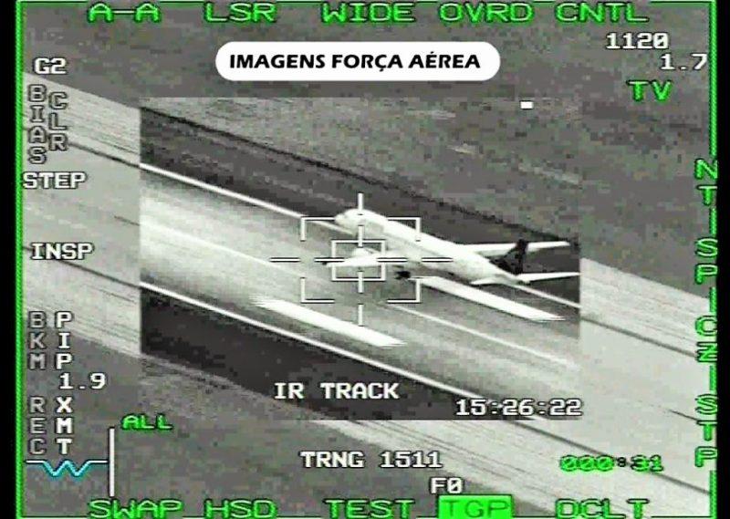 Notlandung einer Air Astana-Maschine von F16-Cockpit aus fotografiert