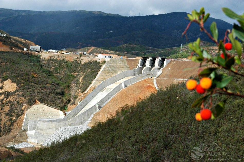 Erneuerbare Energie ist an der Algarve nach Wind auch Wasserkraft