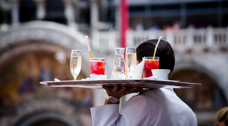 Arbeitsbedingungen im Hotel- und Gaststättengewerbe der Algarve kritisiert