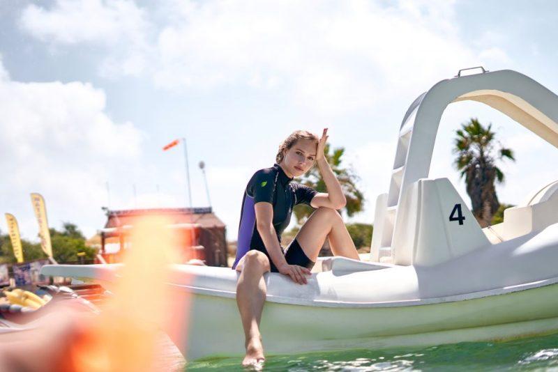 Sonnenschutzmittel anzuwenden empfiehlt sich vor allem für Wassersportler