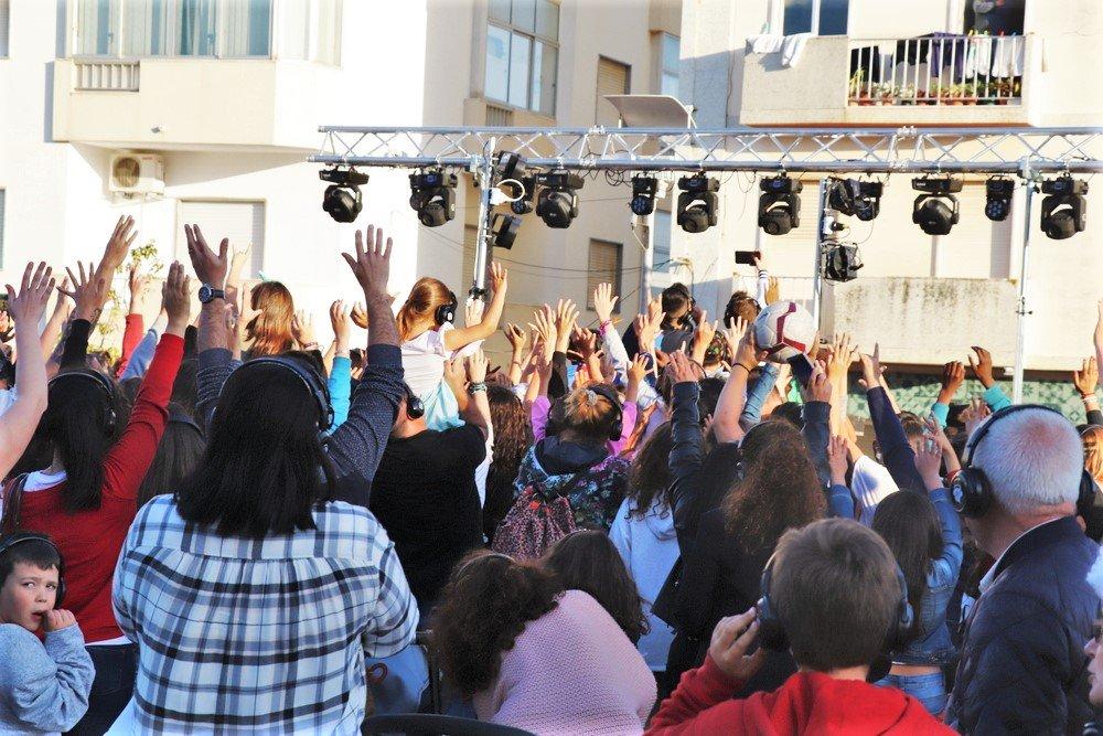 Weltkindertag wird in Portimao an der Algarve mit Tanz gefeiert