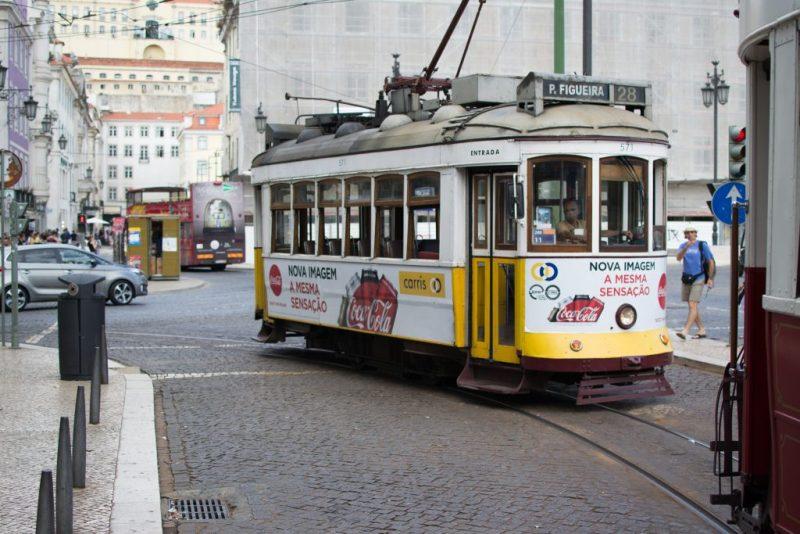 Mietwagen-Fahrer haben es in Innenstädten mit Bussen und Bahnen nicht leicht