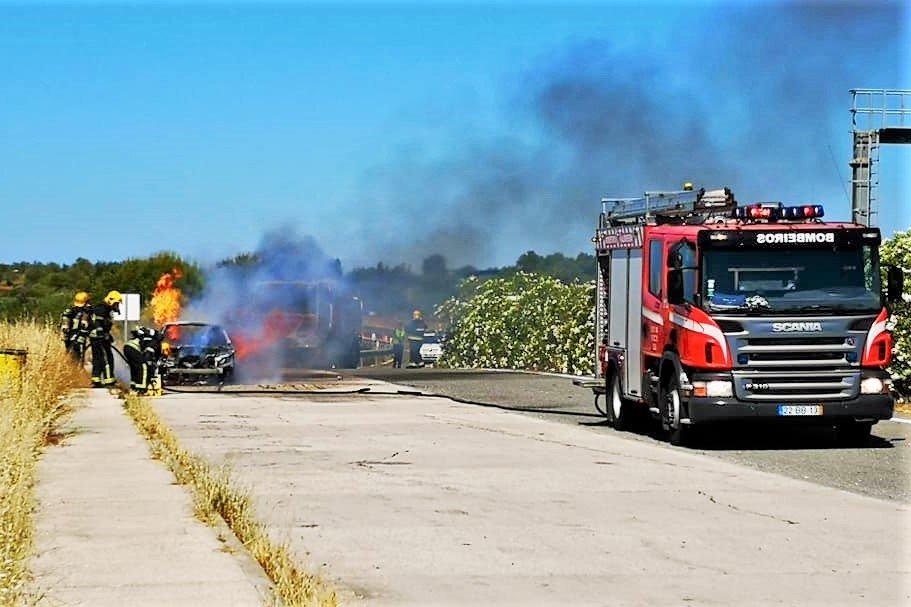 Algarve News zu Autobrand an Autobahn A 22