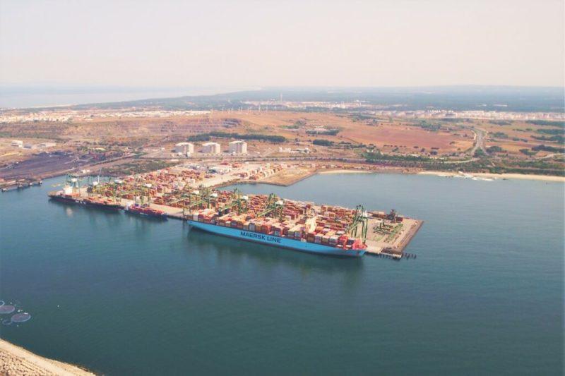 Ausbau des Hafens Sines in Portugal erweitert Kapazität für Container Fracht Umschlag