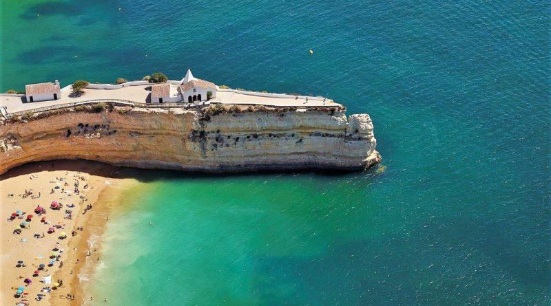 Informationsstellen des Algarve-Tourismusverbands informieren vor Ort Touristen