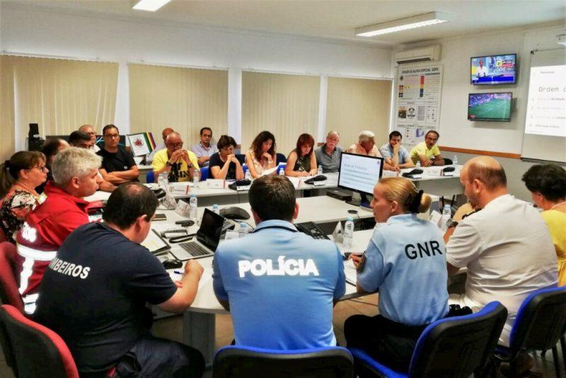 Beschlagnahmte Tankwagen sollen während des Streiks die Benzin-Versorung Portugals verbessern helfen