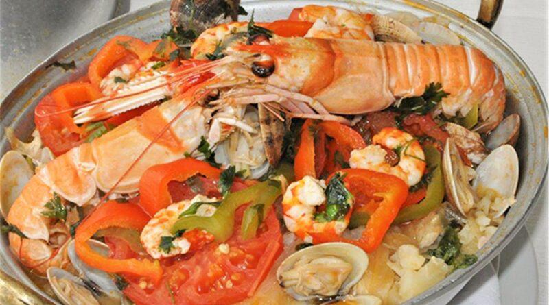 Cataplana de Marisco ist eine Spezialität der traditionellen Algarve-Küche