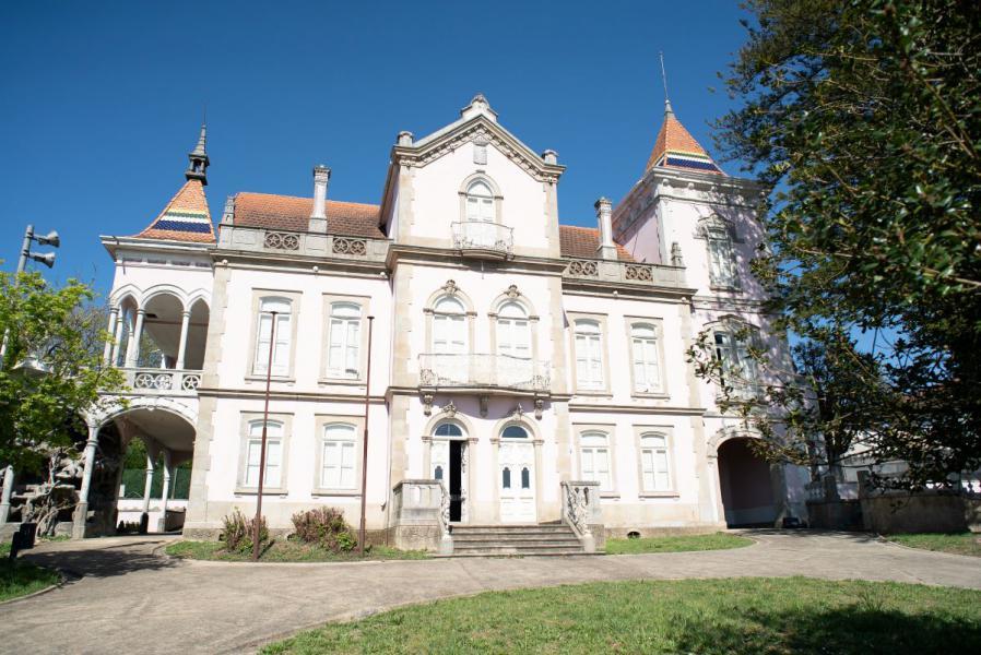 Staats-Immobilien in Portugal wie das Palacete do Conde Dias können erworben werden