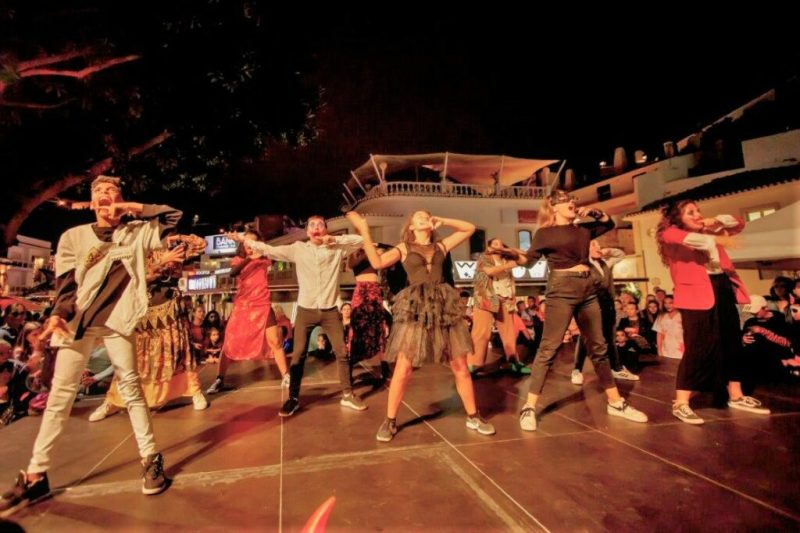 Halloween in Albufeira zog mit Tanz auch die Jugend an