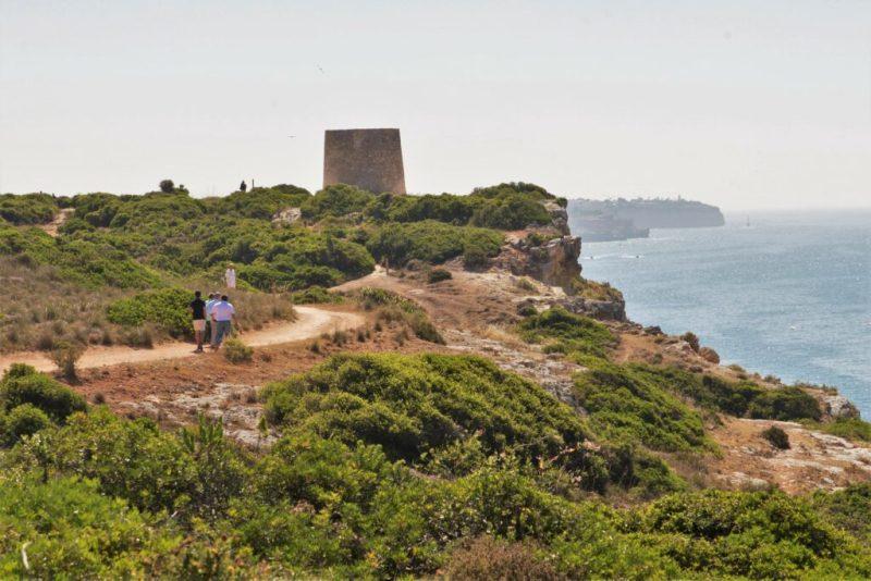 Algarve News zu besserer Absicherung von Küstenwanderwegen