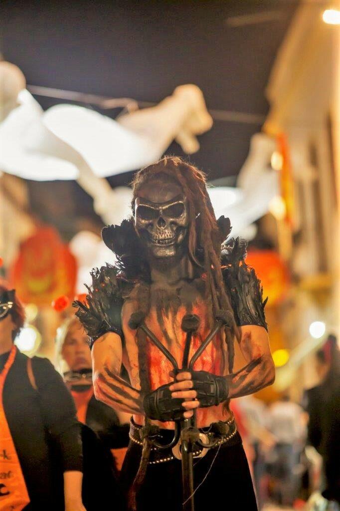 Halloween in Albufeira animierte zu schriller Verkleidung