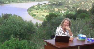 """Lesetipp: """"Tödliche Algarve"""" von Carolina Conrad / Die Autorin im Interview"""